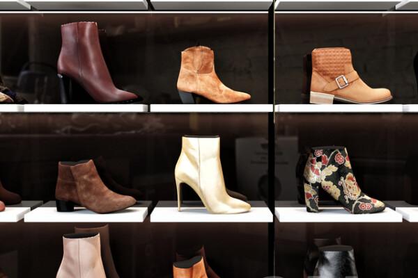 مدل سه بعدی فروشگاه کفش های زنانه عکس اصلی