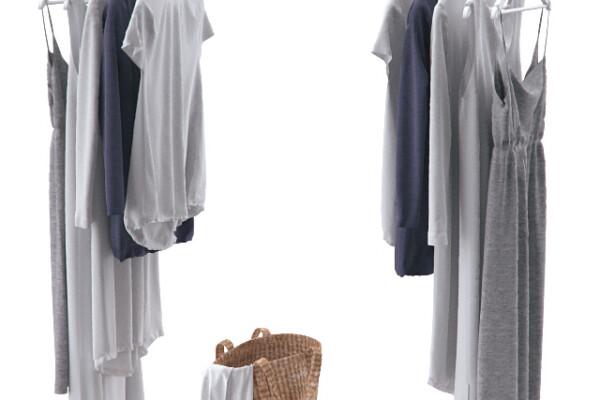 آبجکت سه بعدی لباس روی چوب لباسی و سبد کتان عکس اصلی