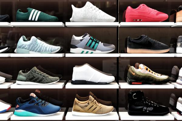 مدل سه بعدی فروشگاه کفش ورزشی عکس اصلی
