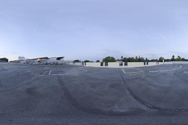 فایل HDRI پارکینگ در آسمان طوفانی عکس اصلی